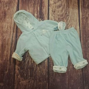 Carter's velour hooded two piece size 3m & 6m